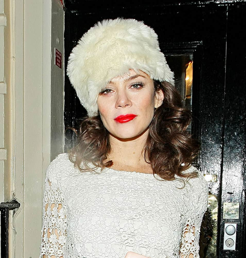 anna-friel-fur-hat