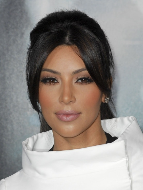 ‫kim-kardashian-make-up