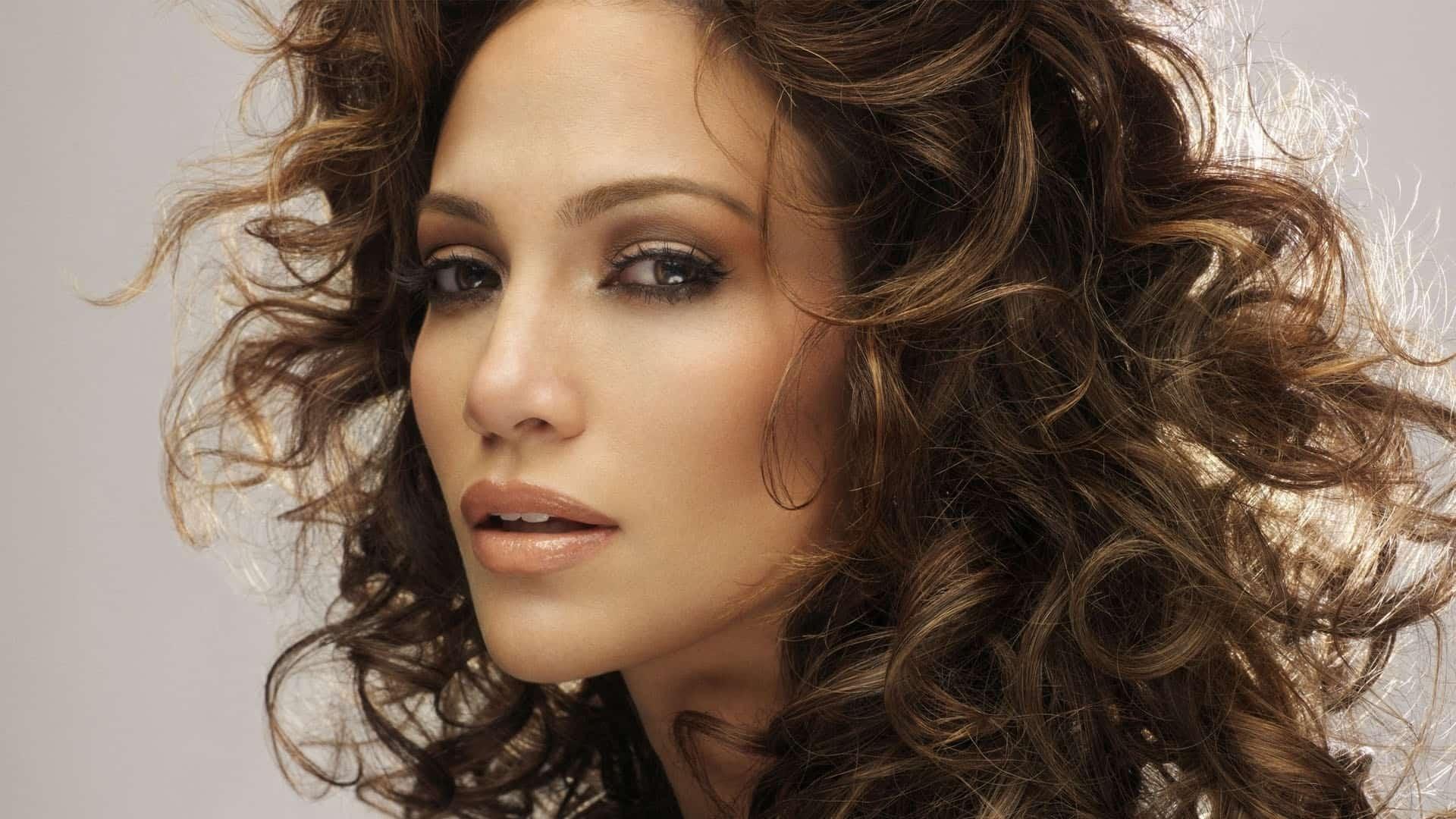 jennifer-lopez-bronzed-makeup
