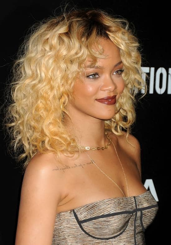 rihanna-lips-makeup