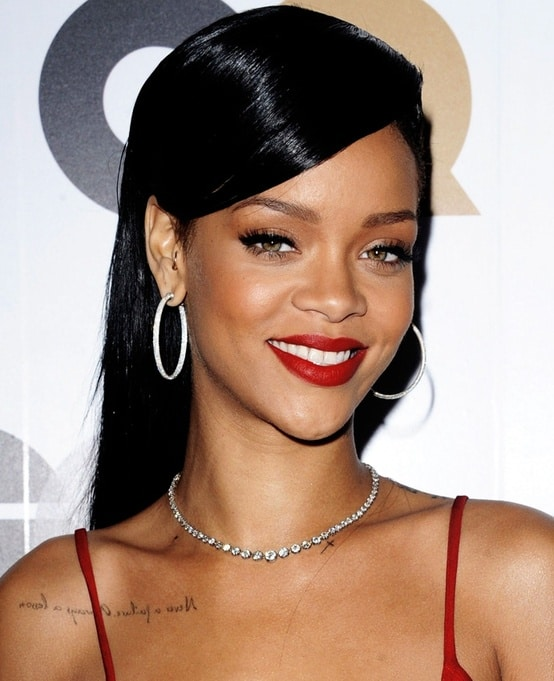 rihanna-makeup-red-lips