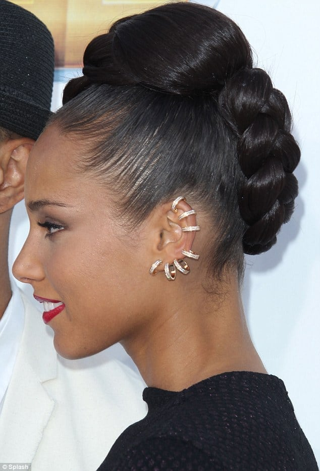 alicia-keys-gold-ear-cuffs