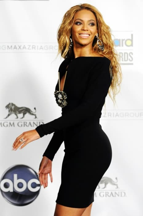 beyonce-black-dress-look