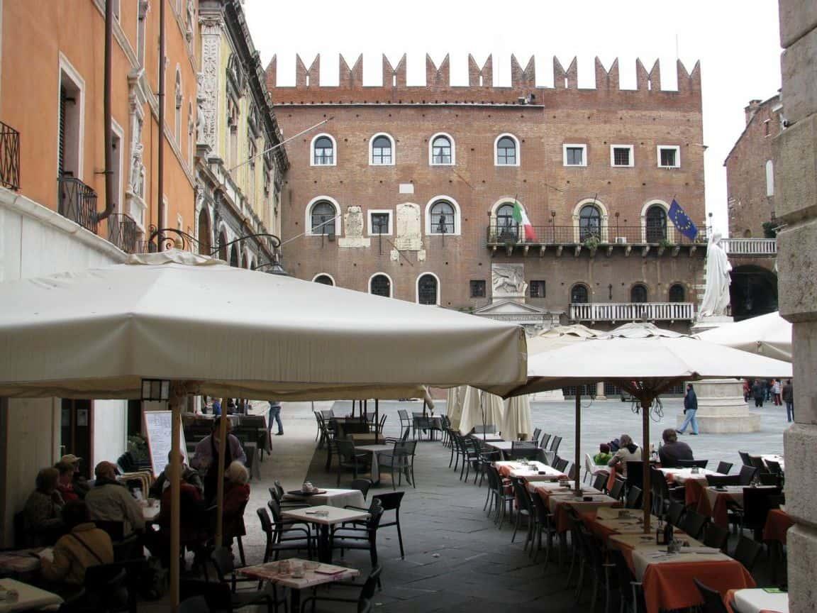piazza dei signori verona italy1152 12882140806 tpfil02aw 32726 Where Would I Go For A £1,000 Grand Adventure Trip?