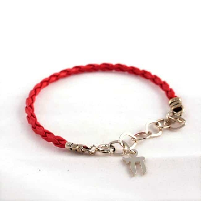 red string hai 1 Is The Kabbalah Red String Or Bracelet The New Fashion Trend Of 2013? Why Are We Wearing it?