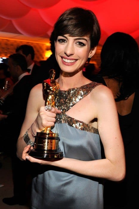 Anne-Hathaway-vanity-fair-oscar-party-2013
