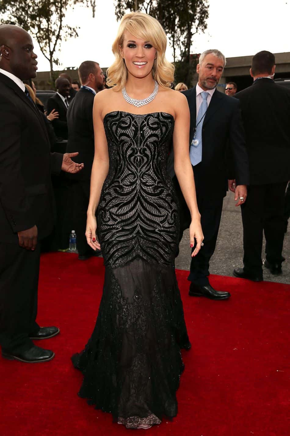 carrie-underwood-grammy-2013-red-carpet