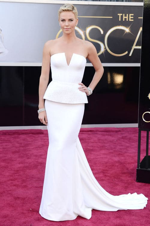 Charlize-Theron-2013-oscars-red-carpet