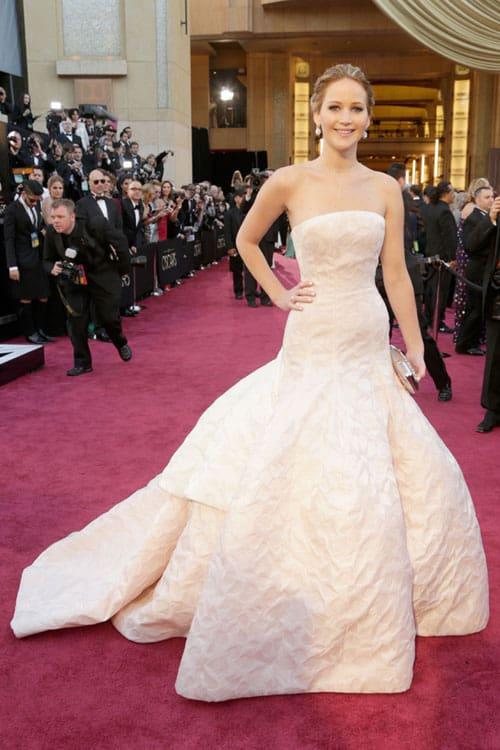 Jennifer-Lawrence-oscars-2013-red-carpet