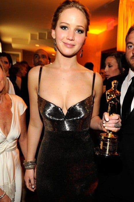 Jennifer-Lawrence-vanity-fair-oscar-party-2013-1