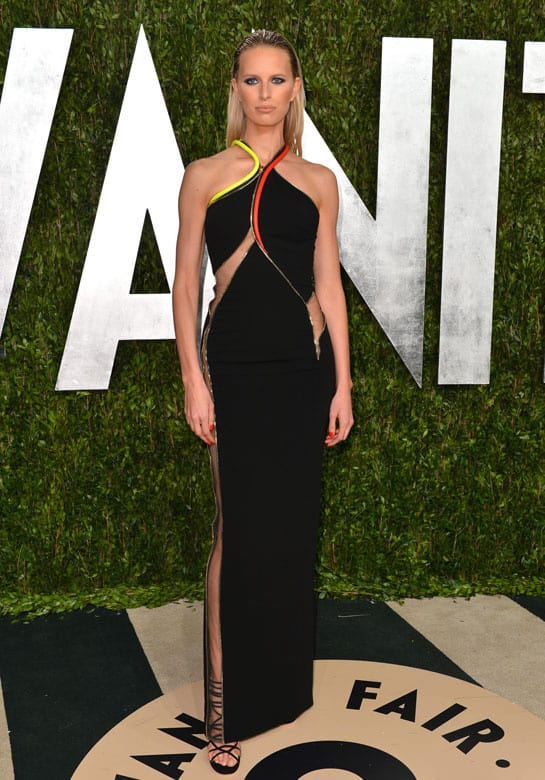 karolina kurkova en atelier versace oscars afterparty How Celebrities Partied After The Oscars? Sneak Peak Into The Vanity Fair After party...