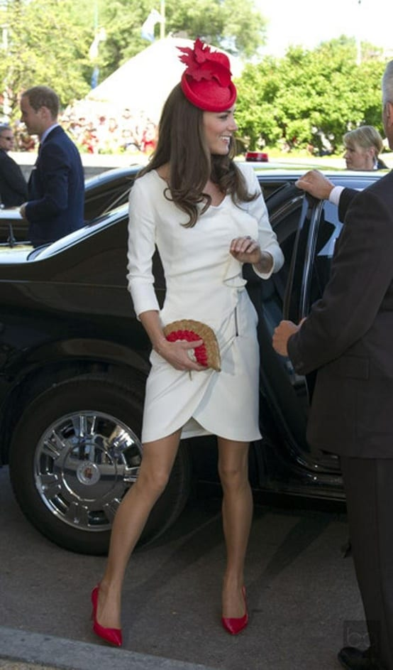 kate-middleton-white-dress-red-shoes