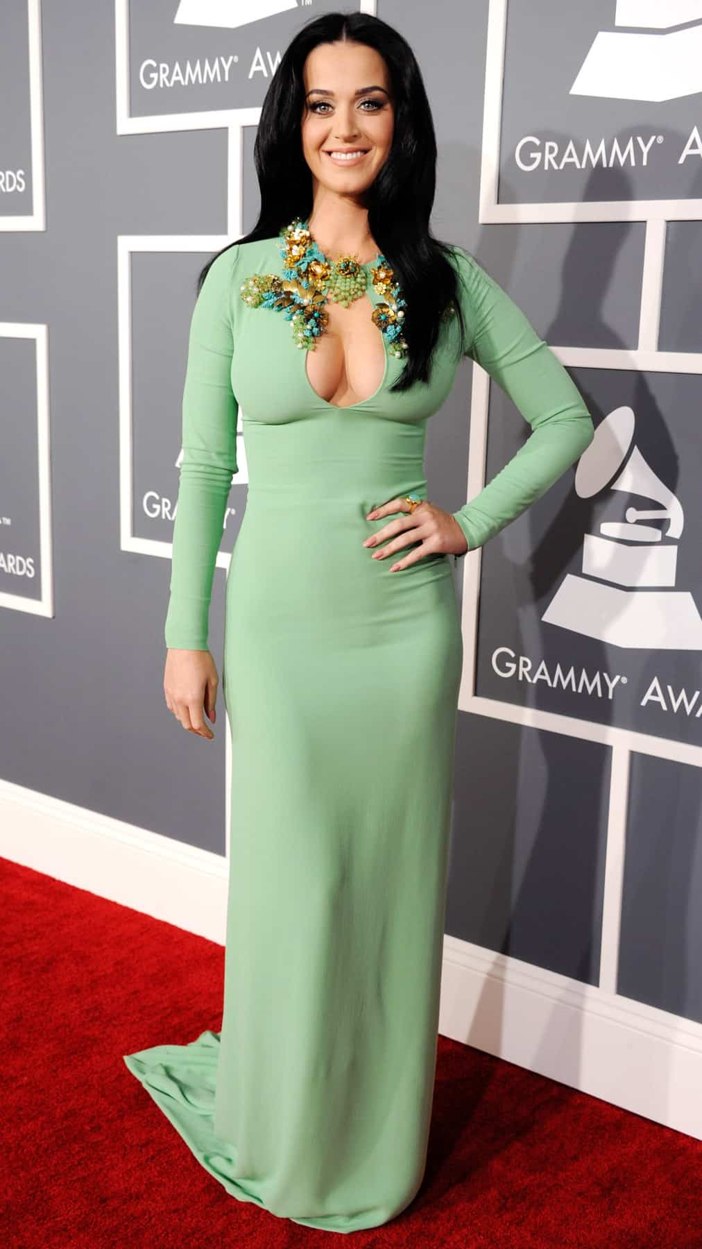 katy-perry-grammy-2013-red-carpet
