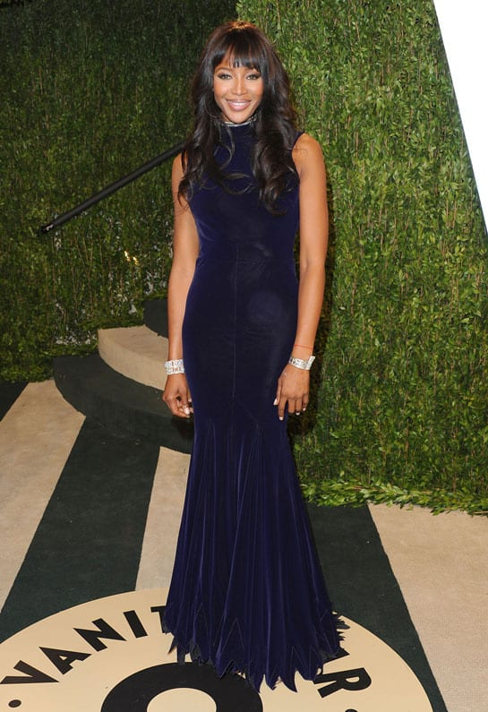 naomi campbell porte une pochette jimmy choo oscars 2013 afterparty How Celebrities Partied After The Oscars? Sneak Peak Into The Vanity Fair After party...