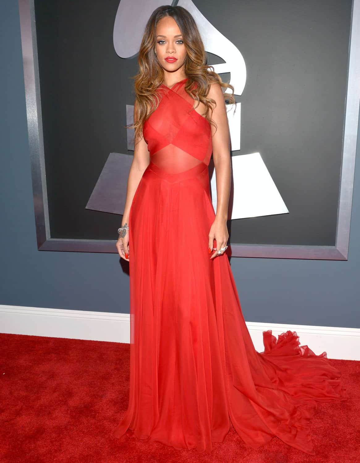 rihanna-grammy-2013-red-carpet