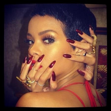 rihanna-long-red-nails