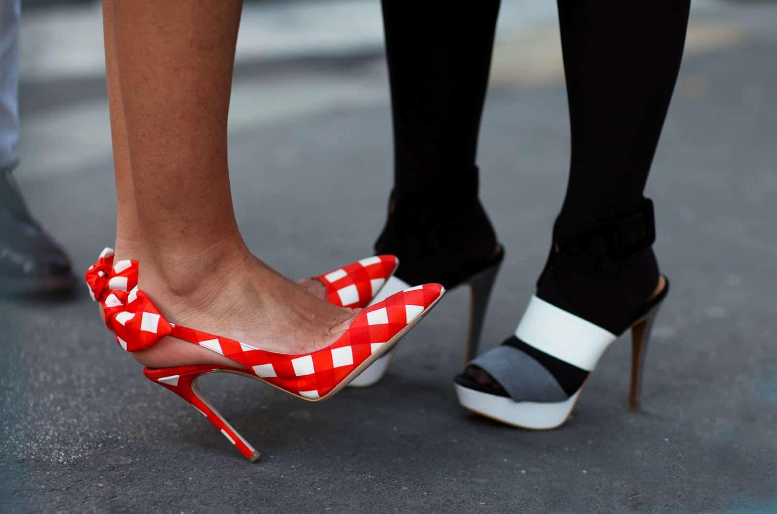 check-print-shoes
