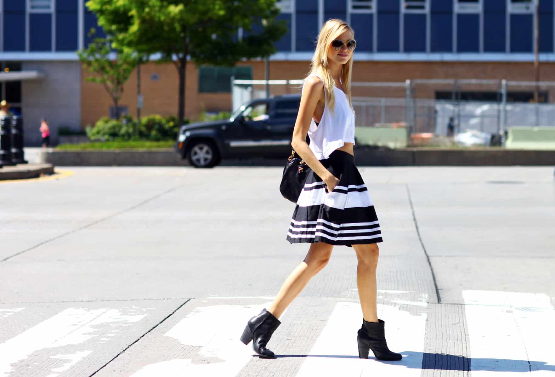 new-york-fashion-week-balck-white-outfit-stripped-skirt-spring-2013-street-style