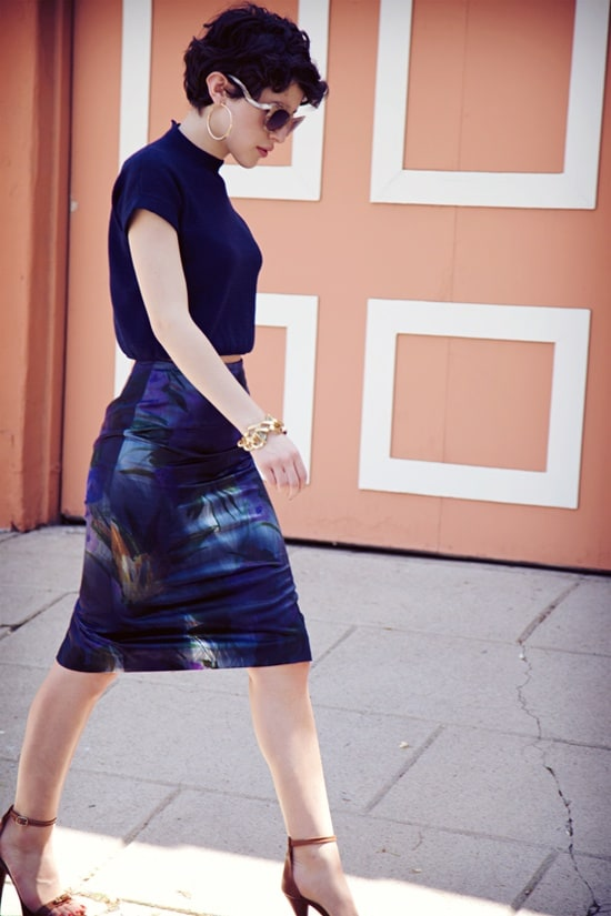 cropped-tee-skirt-heels-look