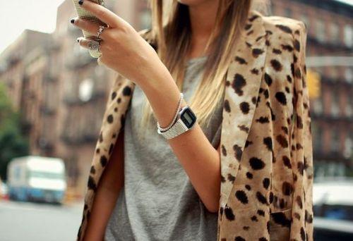 t-shirt-blazer