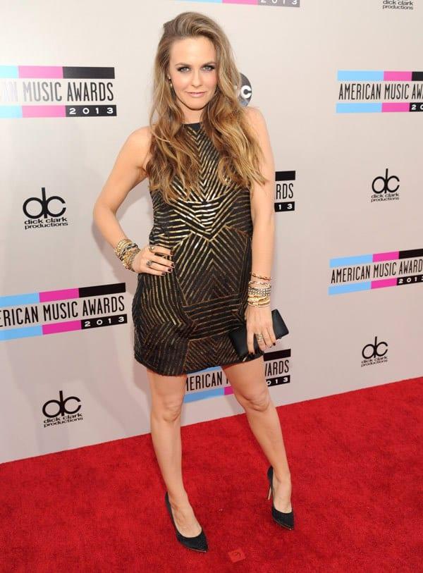 alicia-silverstone-american-music-awards-2013-red-carpet