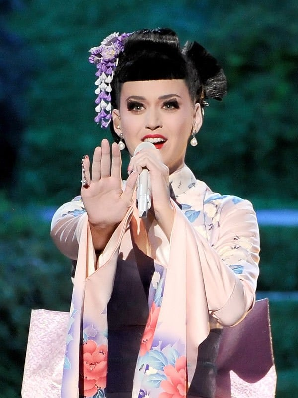 katy-perry-performs-ama-awards-2013