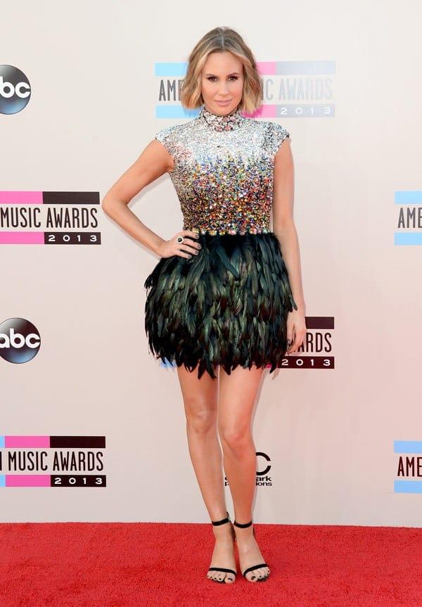 keltie-knight-american-music-awards-2013-red-carpet