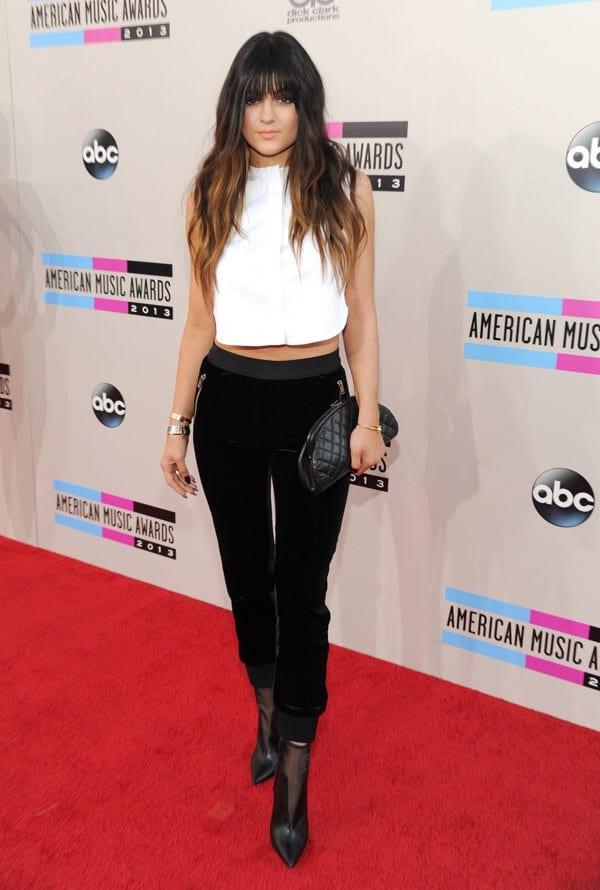 kylie-jenner-american-music-awards-2013-red-carpet