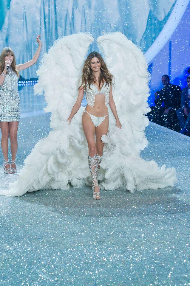 victorias-secret-fashion-show-2013-10