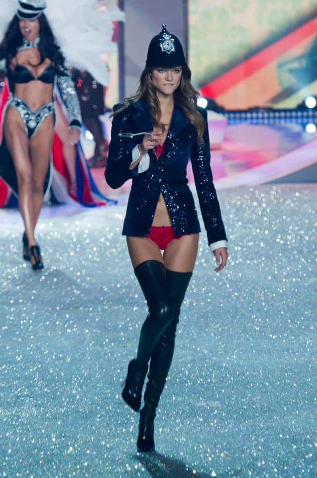 victorias-secret-fashion-show-2013-16