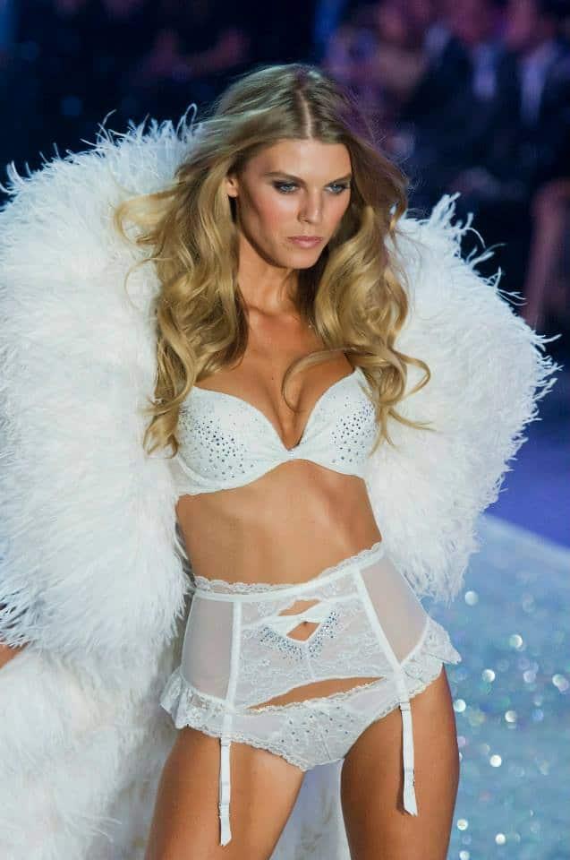 victorias-secret-fashion-show-2013-20
