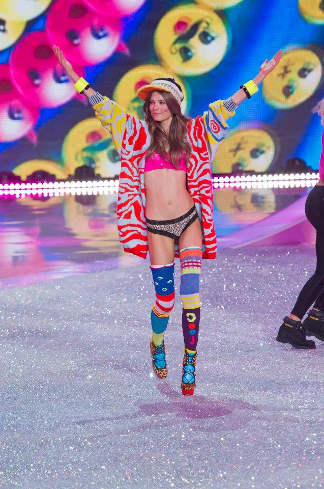 victorias-secret-fashion-show-2013-24