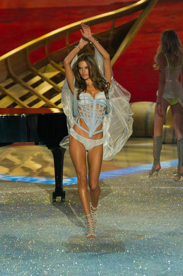 victorias-secret-fashion-show-2013-25