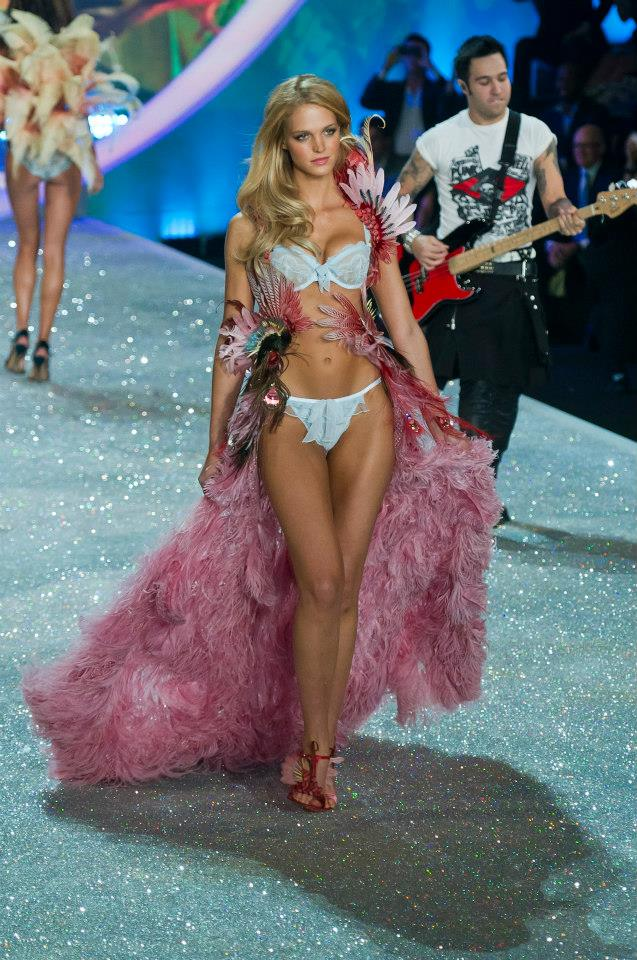victorias-secret-fashion-show-2013-28 (2)