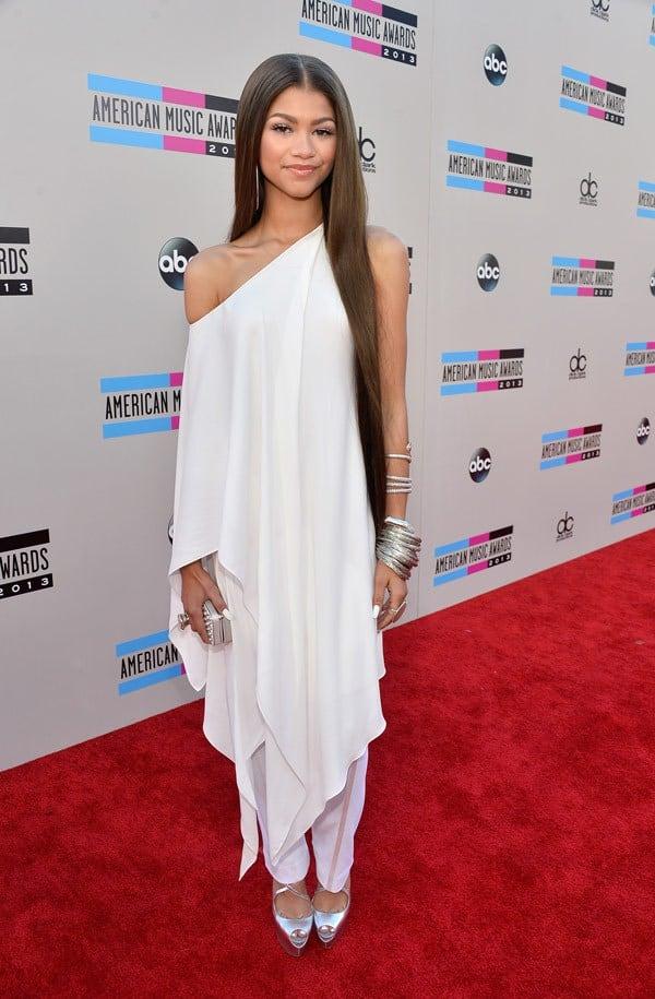zendaya-coleman-american-music-awards-2013-red-carpet