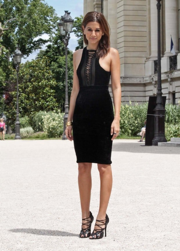 bodycon-black-dress-street-style