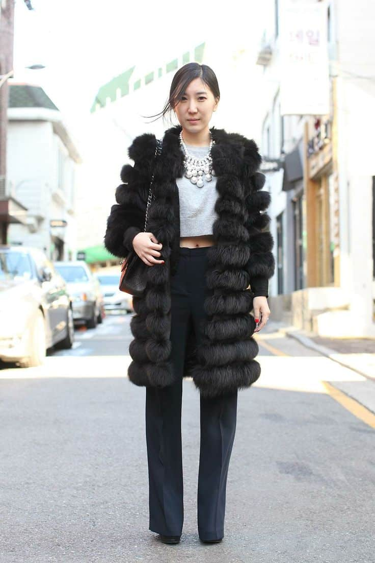 cropped top winter streetstyle Crop Tops: The Scariest Trend?!