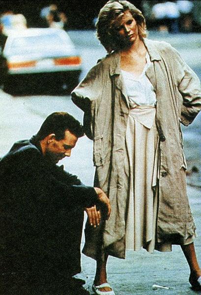 kim-basinger-70s-style-trench-coat