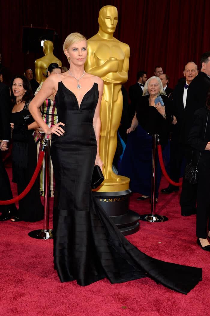 charlize-theron-2014-oscars-red-carpet