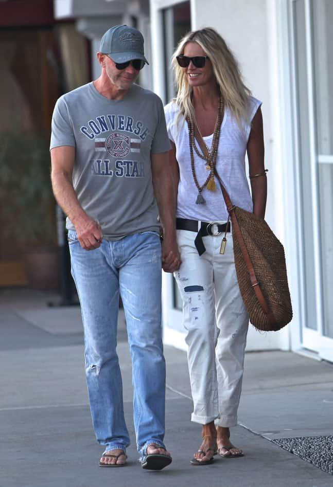 Elle-Macpherson-street-style-cuffed-jeans