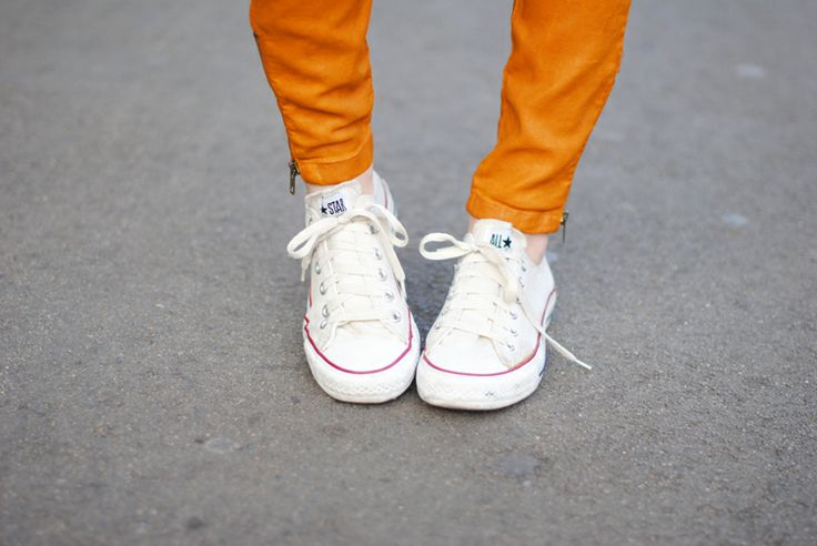 white sneakers street style 5 The White Sneaker Invasion! YES Or NO?