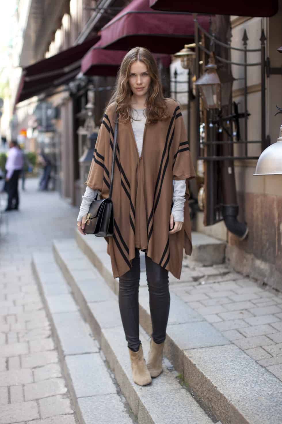 So Blankets Are The New Street Style Thing The Fashion Tag Blog