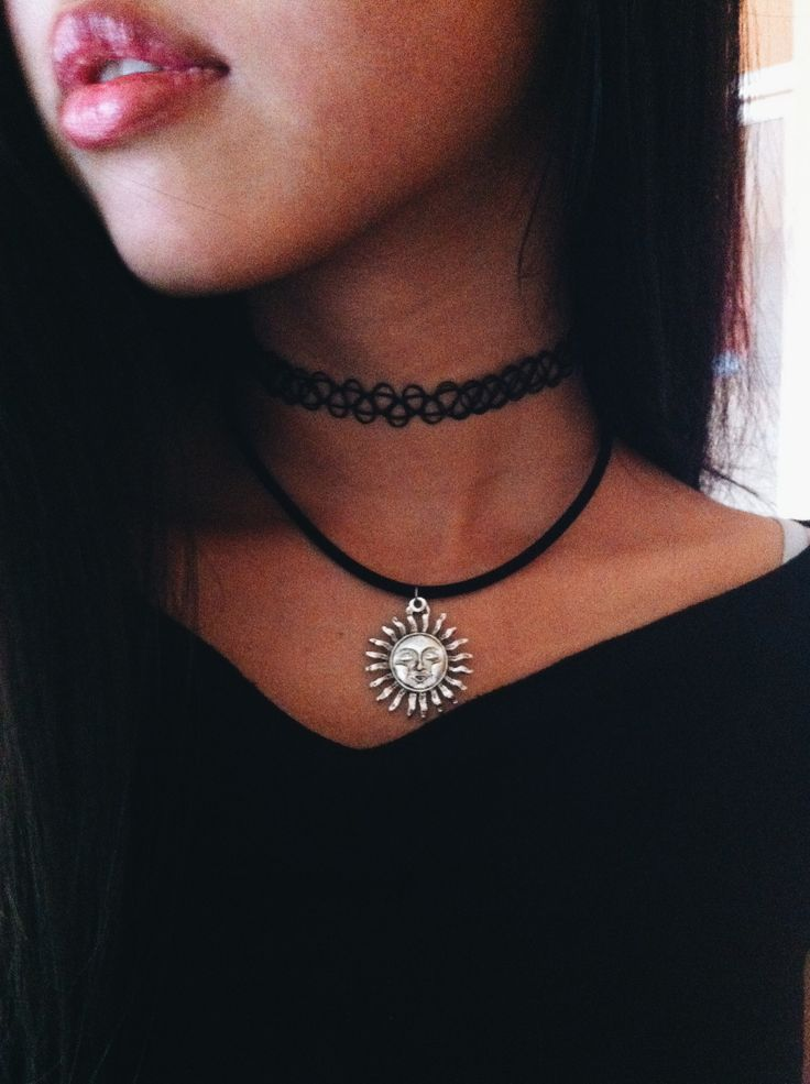 Chokers what do you think about them fashion tag blog for Black tattoo choker