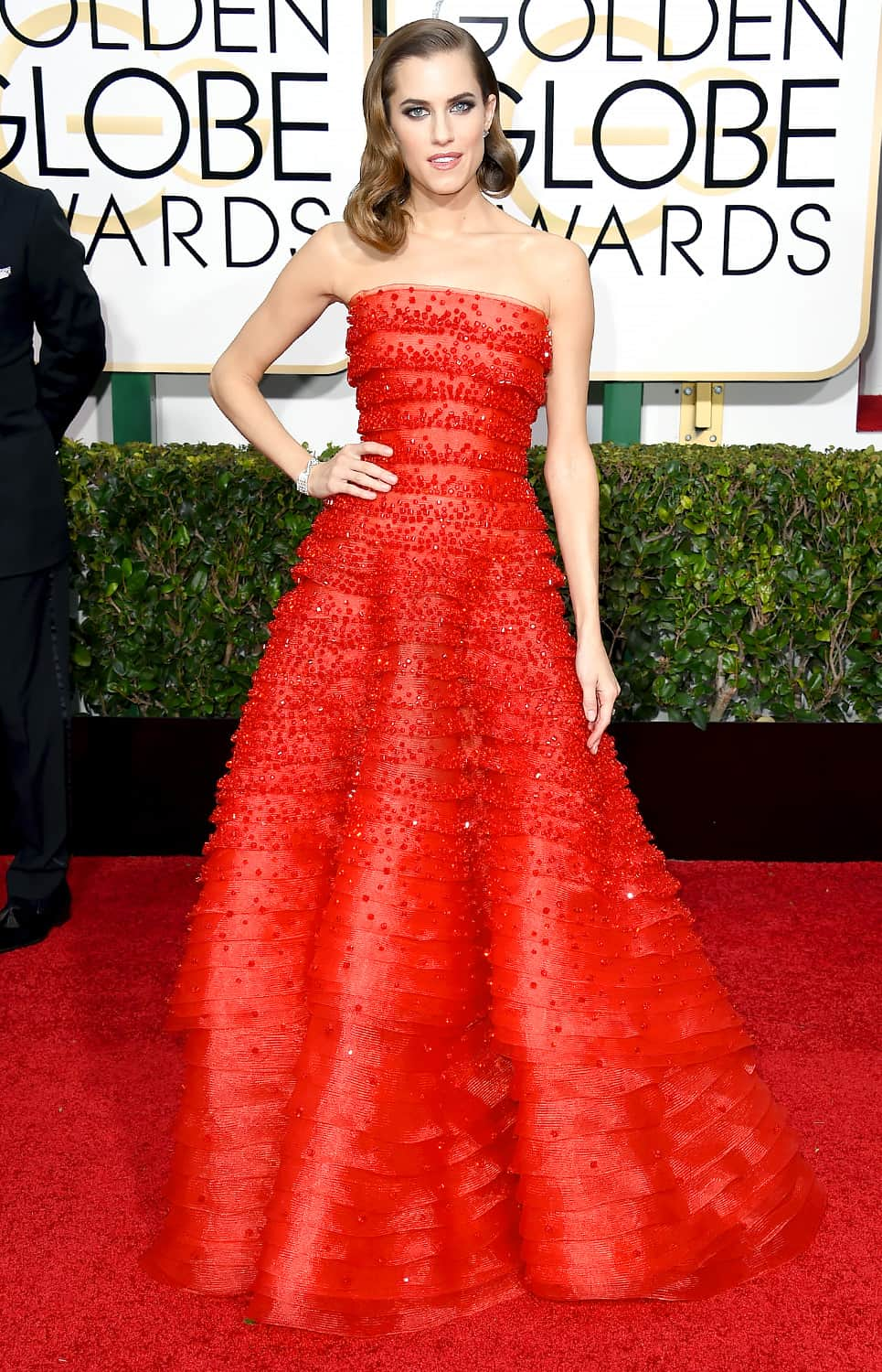 allison-williams-2015-golden-globes-red-carpet