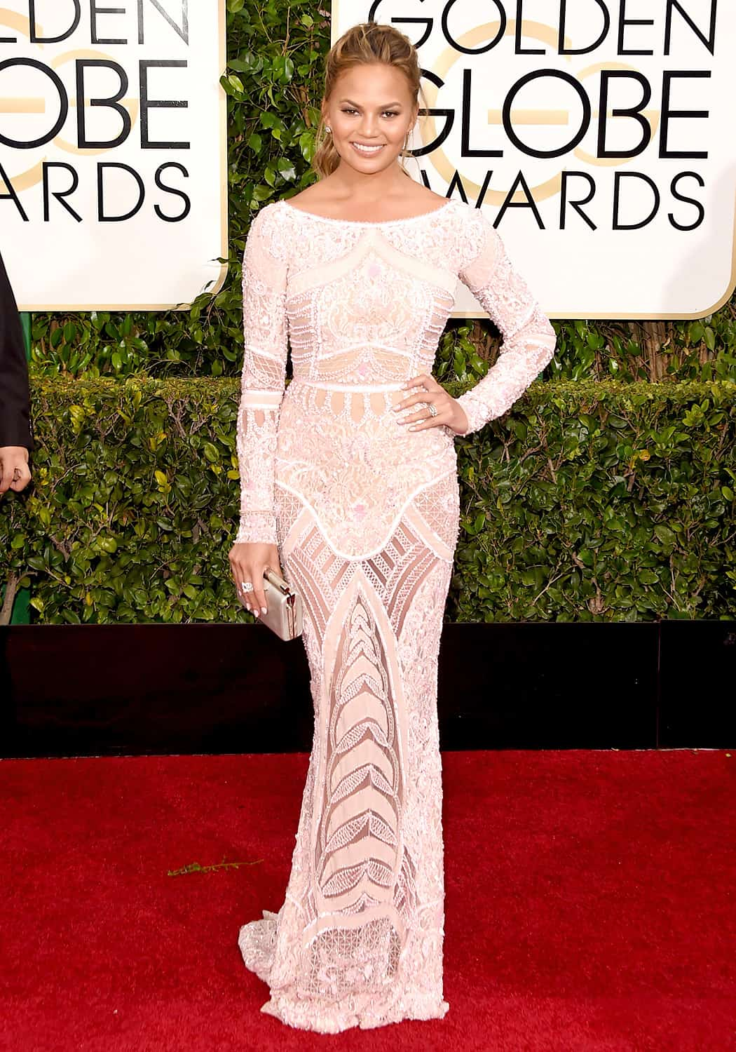 chrissy-teigen-2015-golden-globes-red-carpet