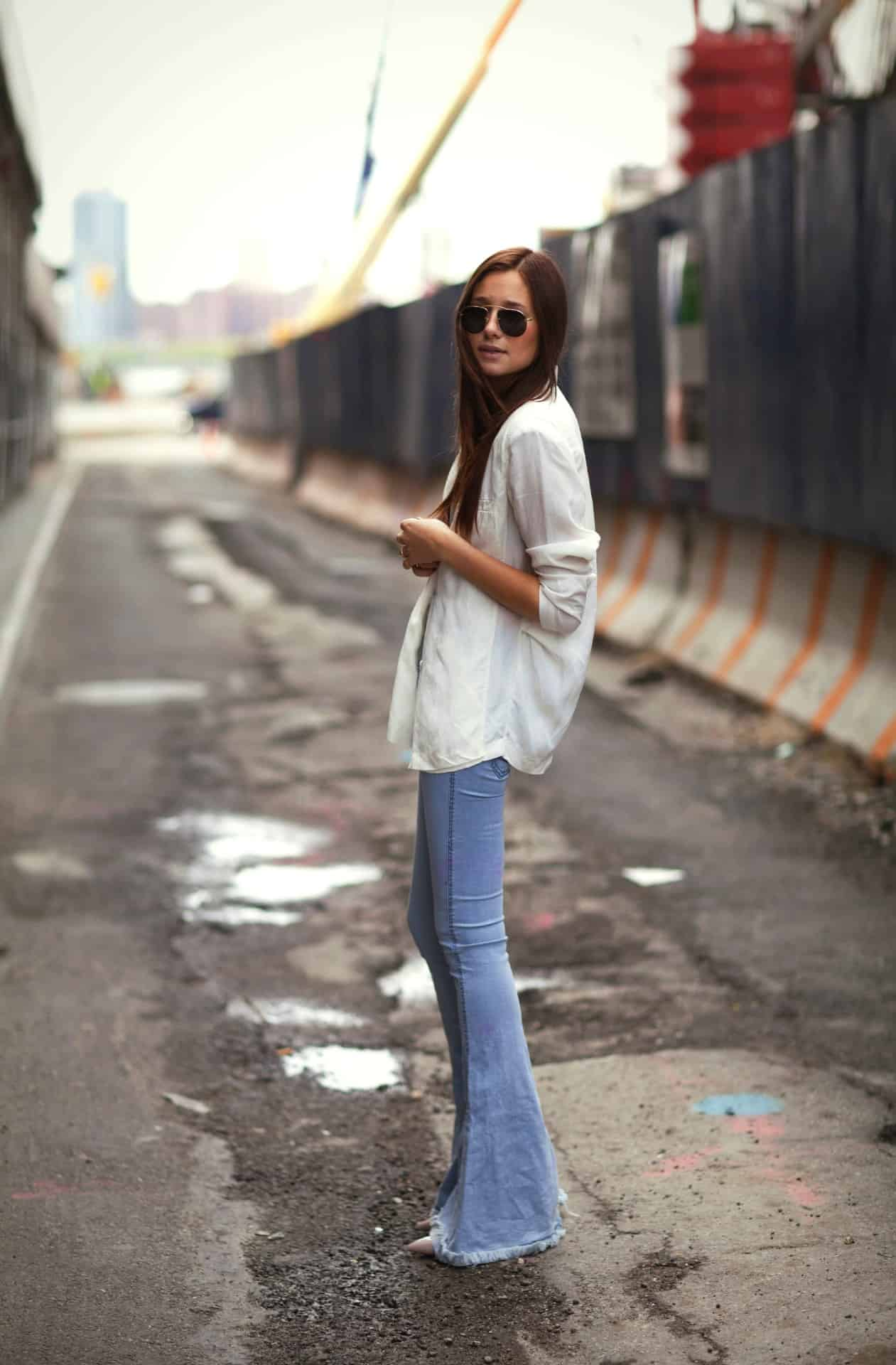 70s-falred-jeans-outfits-1