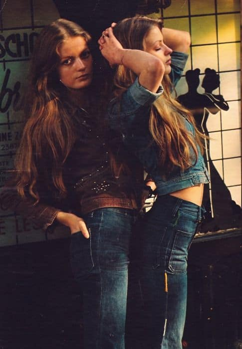 70s-falred-jeans-outfits-7