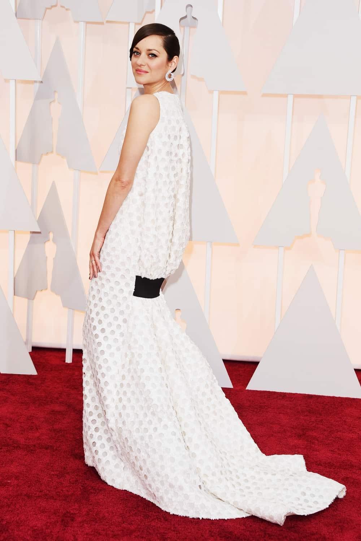 marion-cotillard-oscars-red-carpet-2015-back-dress