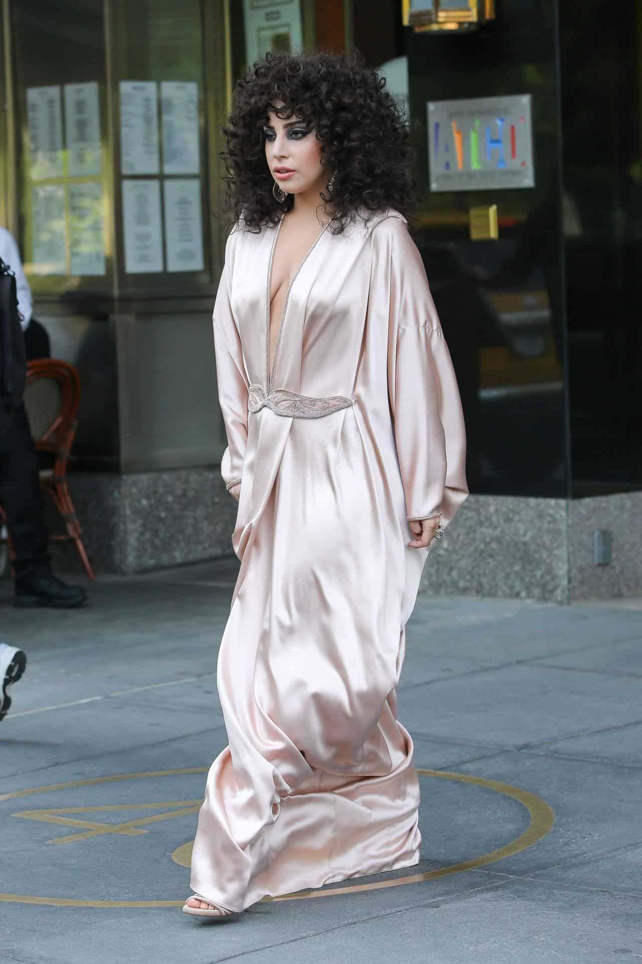 lady-gaga-in-pink-silk-dressing-gown-leaves-her-apartment-in-new-york-city_6
