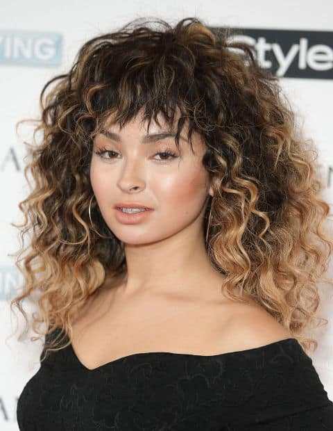 curly-hair-with-bangs-look